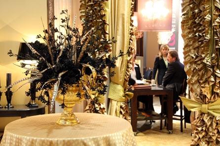 Decorarea camerei pentru o cina romantica: flori, lumina, textile decorative - Poza 1