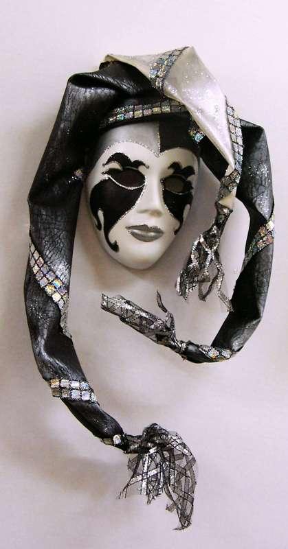 Idei pentru decorarea camerei: sase poze cu masti venetiene - Poza 1