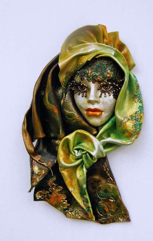 Idei pentru decorarea camerei: sase poze cu masti venetiene - Poza 5