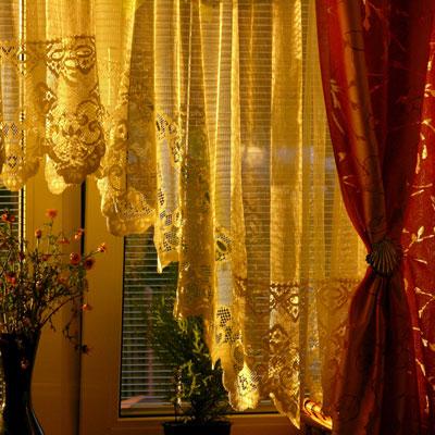 Perdelele si draperiile: accesorii decorative intr-o locuinta moderna - Poza 1