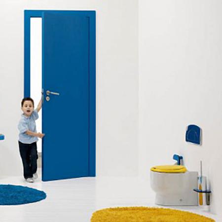 Galerie foto: o minunata amenajare de baie pentru copii pe albastru si galben - Poza 1