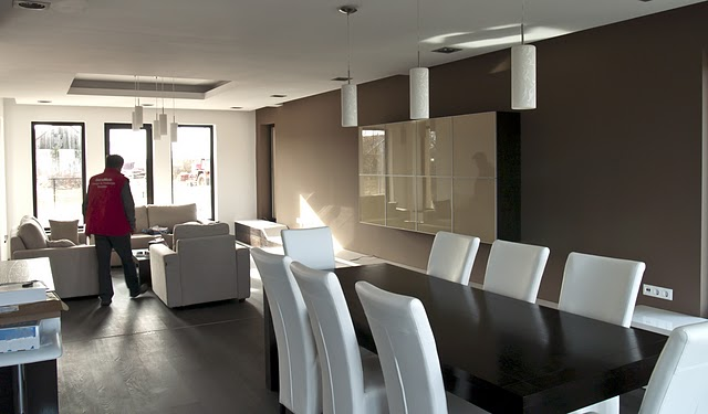 Spatii largi, design interior aerisit: un ansamblu dining-living reusit. Galerie foto - Poza 3