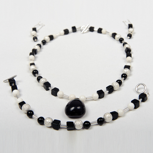 Bijuteriile handmade: cum iti poti satisface dorinta de a iesi din tipare - Poza 1