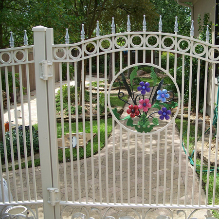 Gard viu, din fier forjat, caramida, piatra sau lemn; ce i-ar sta bine casei tale? - Poza 1