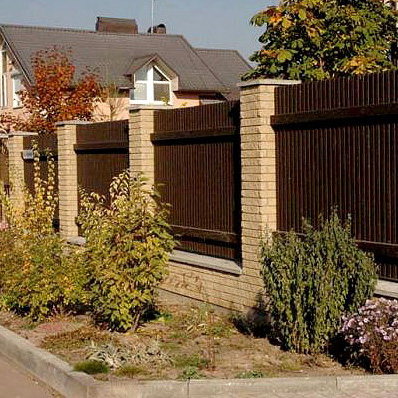 Gard viu, din fier forjat, caramida, piatra sau lemn; ce i-ar sta bine casei tale? - Poza 2