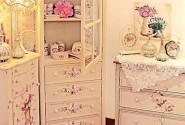 Atmosfera feminina in decoratiuni si mobilier cu accente romantice - Poza 1