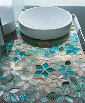 Farmecul designului din mozaic in 10 modele de bai