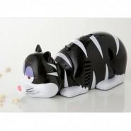 Un aspirator de mana de care te poti indragosti sau cand are voie pisica pe masa
